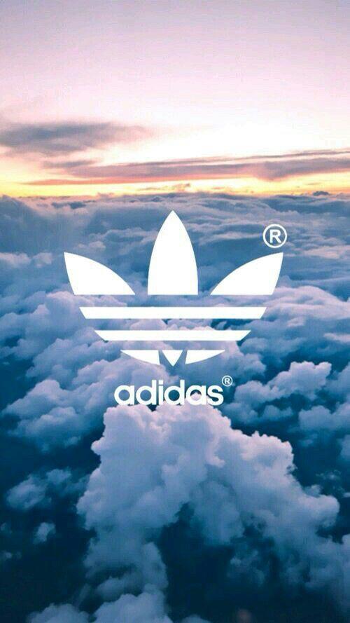 Fundo da Adidas de nuvens