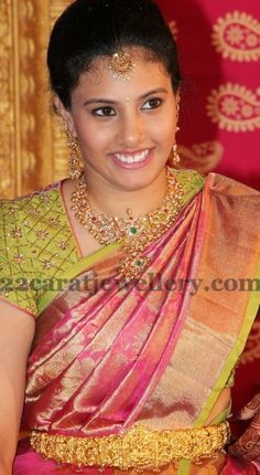 Jewellery Designs: Gorgeous Lady in Pachi Necklace