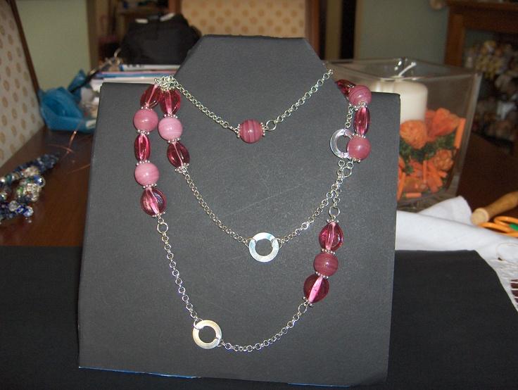 La catena con agata ed elementi in vetro lunga 100 cm. Può essere indossata lunga o avvolta 2/3 volte intorno al collo