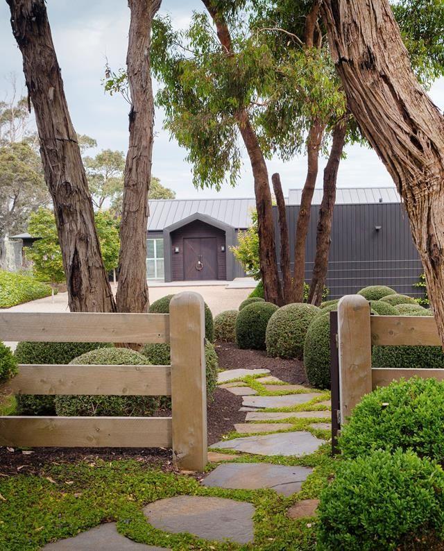 A Manicured Garden On Victoria S Mornington Peninsula Front Yard Garden Design Front Yard Landscaping Backyard Landscaping