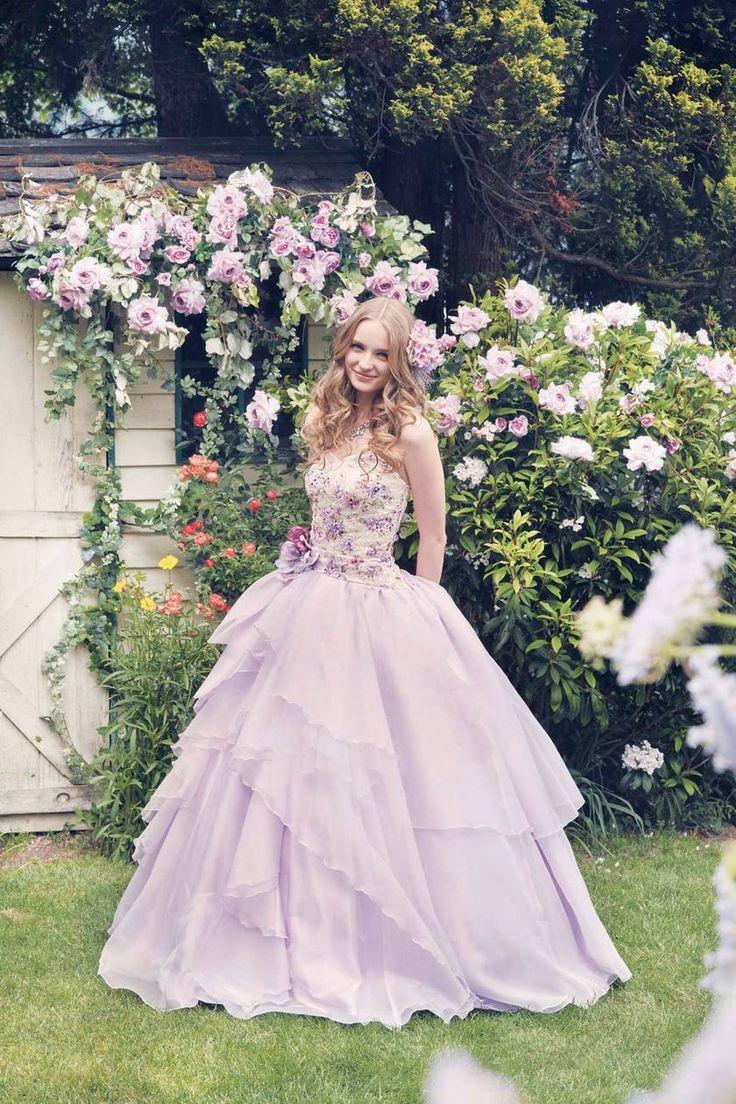 ガーデンウェディングにもぴったりのふんわりラベンダードレス♡ 桜の時期のお色直しのアイデア☆