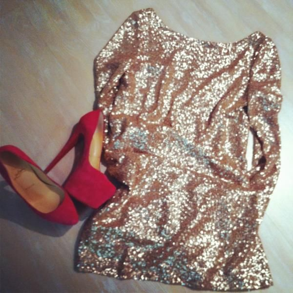 in loveHoliday Dresses, Dates Night Outfit, Red Shoes, Holiday Outfit, Red Pump, Sparkly Dresses, High Heels, New Years, Dreams Closets