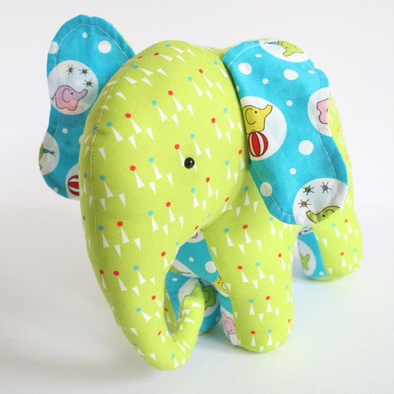 ON SALE Trunk Show: elephant pattern patchwork por ricracsews