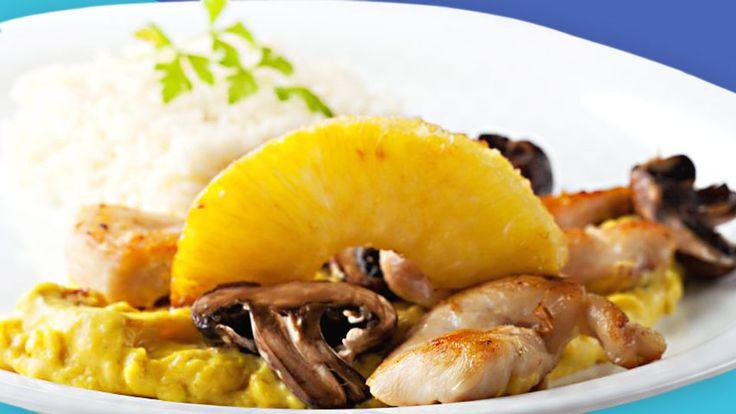 Das Putenschnitzel Hawaii ist eine exotische Kombination aus Frucht und Fleisch, zu dem Du prima Kroketten oder Reis kombinieren kannst.