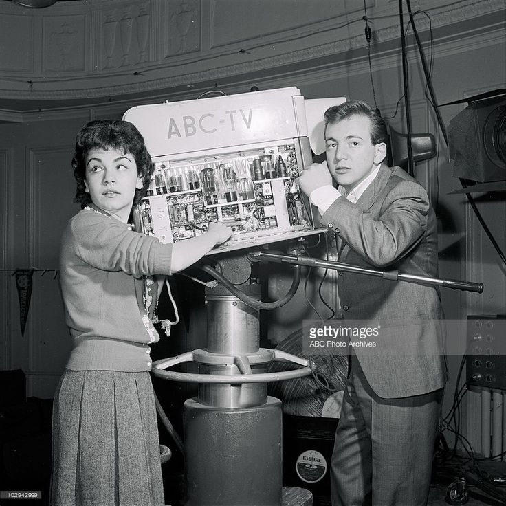 BANDSTAND - 'Annette Funicello and Bobby Darin' - Airdate January 10, 1959. (Photo by ABC Photo Archives/ABC via Getty Images) ANNETTE