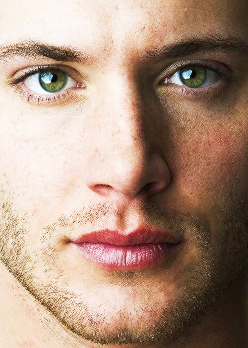 I have a deep appreciation for Jensen's eyes. Two little works of art, those eyes. *sigh*