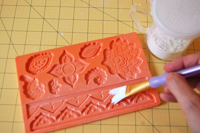Tips and tricks to help you use fondant with silicone molds...
