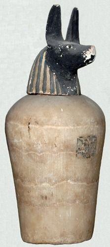 Duamutef vaso canopo de Nestanebtishru que guardaba el estómago.