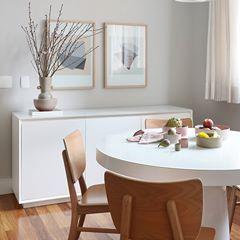 Copo macio e bonito para refeições diárias. Branco e madeira são sempre …   – Інтер'єри