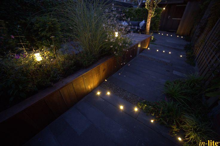 Veiligheid voorop | Achtertuin | Pad | Tuinverlichting 12V | Grondspot DB LED | Staande lamp LIV LOW DARK | Border | Tuin