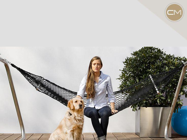 Con su marco de acero, la hamaca de Coro es ideal para tu jardín. ¡Pregunta por ella en Corso Moliere!