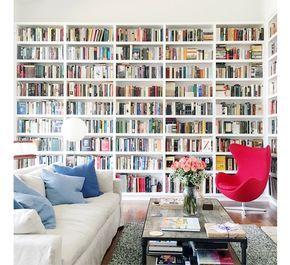 De BILLYvan de Zweedse woonketenis toch wel demeest beroemde boekenkast. Ik gok dat als je een random persoon op straat aanspreekt, bijna iedereen de simp