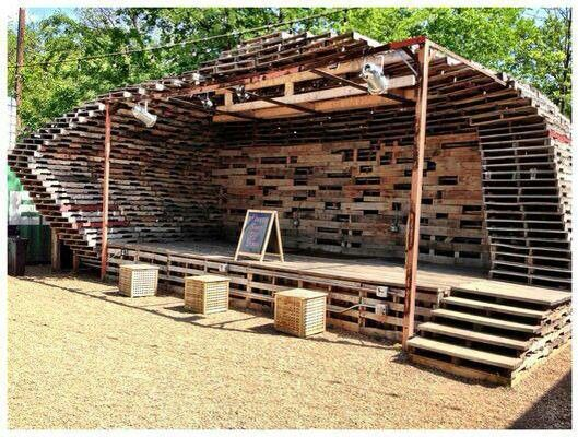 Now THATS A Pallet Stage U th Group Pinterest