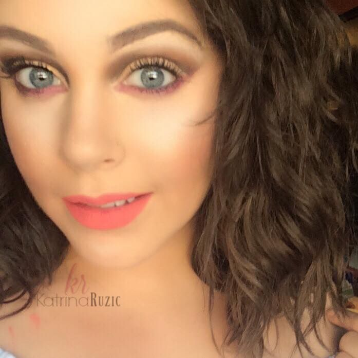 Cut Crease and bright lips, perfect for summer!