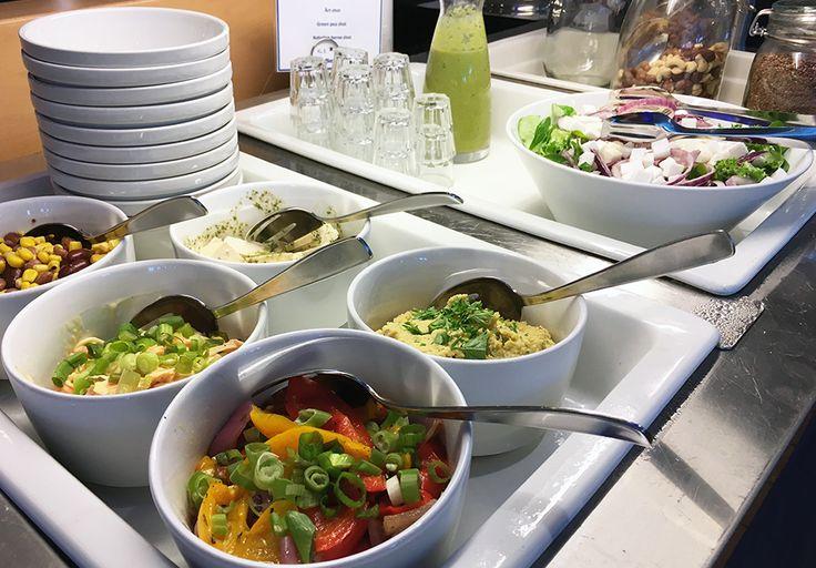 Buffet Eckerössä on myös huomioitu vegaanit. Nämä herkut maistuvat myös sekasyöjällekin. Miltä maistuu tuoreherneshotti?  #eckeröline #msfinlandia