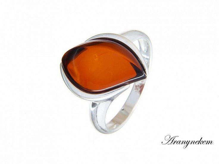 Cseresznye színű borostyán köves ezüst gyűrű