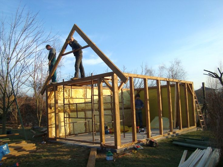Budowa garażu drewnianego. Jak to zrobić ? konstrukcja dachu