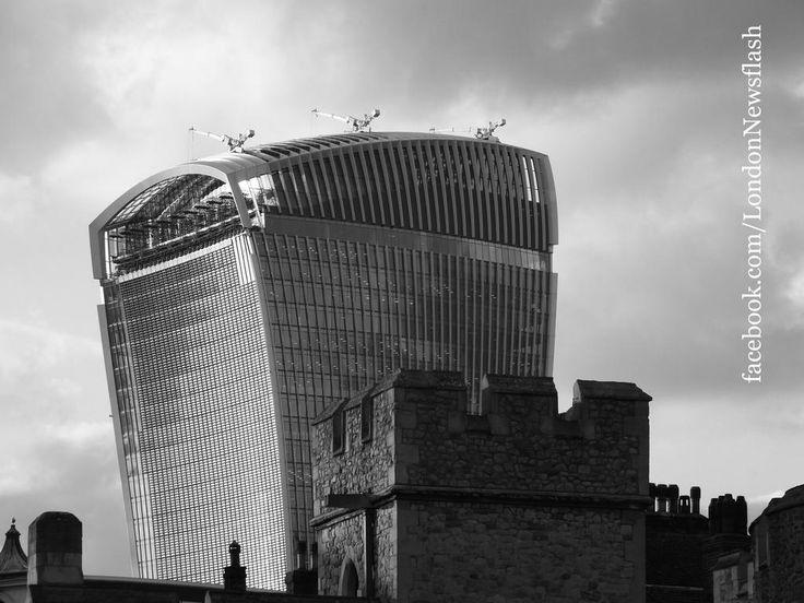 Old vs. New: Tower of London & Walke Talkie  #ldn #london #toweroflondon #walkietalkie #travel #reise #viaje #bnw #monochrome #blackandwhite #architecture #architexture #archi #londres #londra #travel #travelblog #arquitectura #monochromatic #travelgram #travelingram #twitter #instagram #instalondon #architektur #achitettura #archigram #archidaily #archi #londontower #ilovelondon #wanderlust #instapassport #instatravel #igerslondon #unitedkingdom #greatbritain