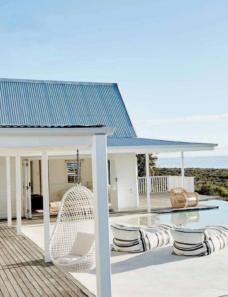 Explore minimalism through a beautifully designed and decorated beach house in South Africa. Domino shares an inspiring home in minimalist style in South Africa.