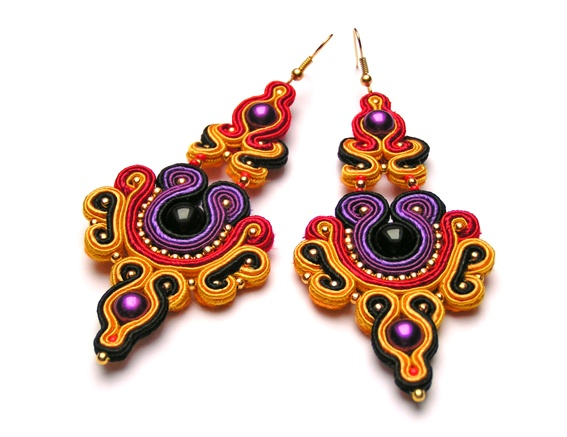 Sutasz-Anka: Vishnu- earrings http://www.soutage.com/2013/01/mandalay-kolczyki.html#more