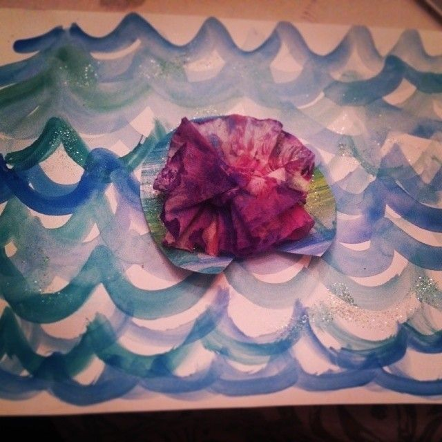 Monet Water Lily art project for Kindergarten.  Water color, glitter and Jr. size coffee fliter.