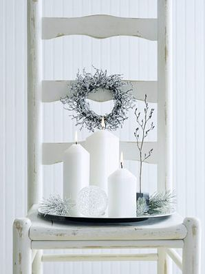 We love the look of these wintery entryway decorations. More Christmas candle