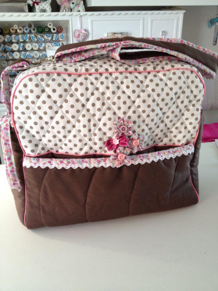 Un très joli sac à langer grand pratique confortable et très fille par ronibroderie .free.fr