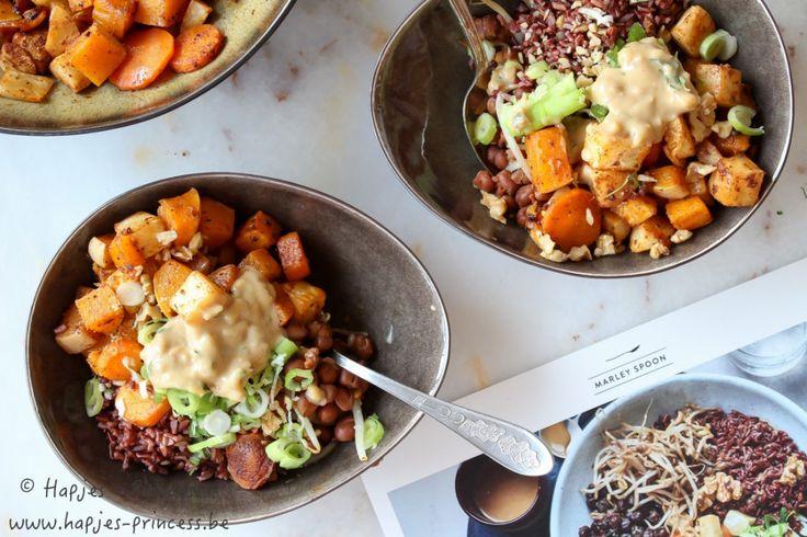 Rode rijst bowl met wortelgroenten en misodressing
