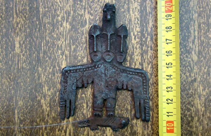 Ритуальная пластина-амулет птицеидол. Сибирь, раннее средневековье.