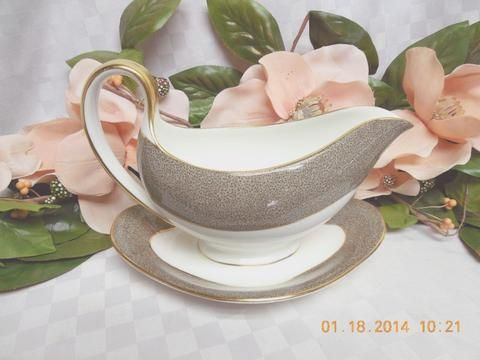 Wedgwood China Dinnerware Elaine Pattern #:W4241 Gravy Boat With Attac – Rose Cottage Scents