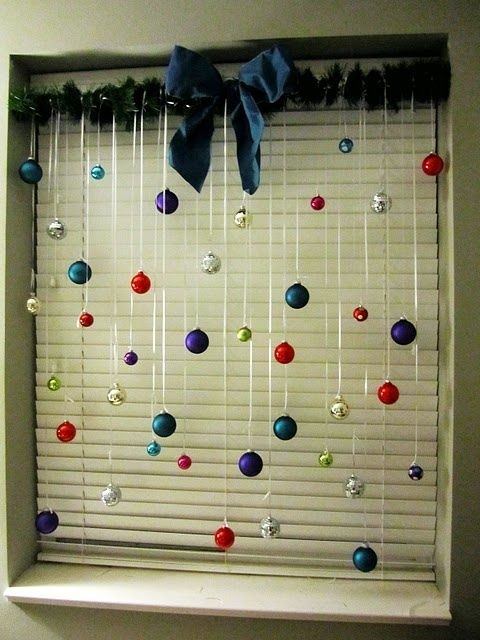 Christmas Decoration For The Window | Savvy Living That's kinda cool.. but I think i would alter it and hang glittery snowflakes instead. That way it could be an all winter long thing and not just a Christmas thing... Since i'm terrible at undecorating...
