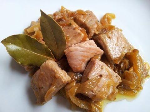 """56 Me gusta, 1 comentarios - DELICIAS GOURMET (@master_cheff2) en Instagram: """"#atunencebollado  Ingredientes:  300 gramos de atún 2 cebollas 1 ajo 1 cucharadita de pimentón  1…"""""""