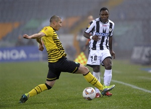 Kwadwo Asamoah (R) of Udinese competes with Cha Du - Ri of Celtic during the UEFA Europa League group I match between Udinese Calcio and Celtic at Stadio Friuli on December 15, 2011 in Udine, Italy.