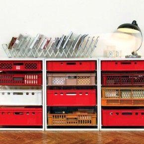 Простая мебель из пластиковых ящиков