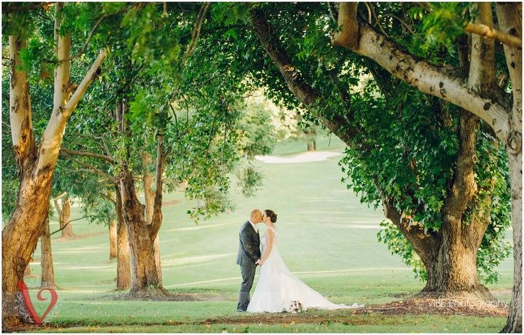 Love under the trees at Pennant Hills Golf Club   VIBE Photography