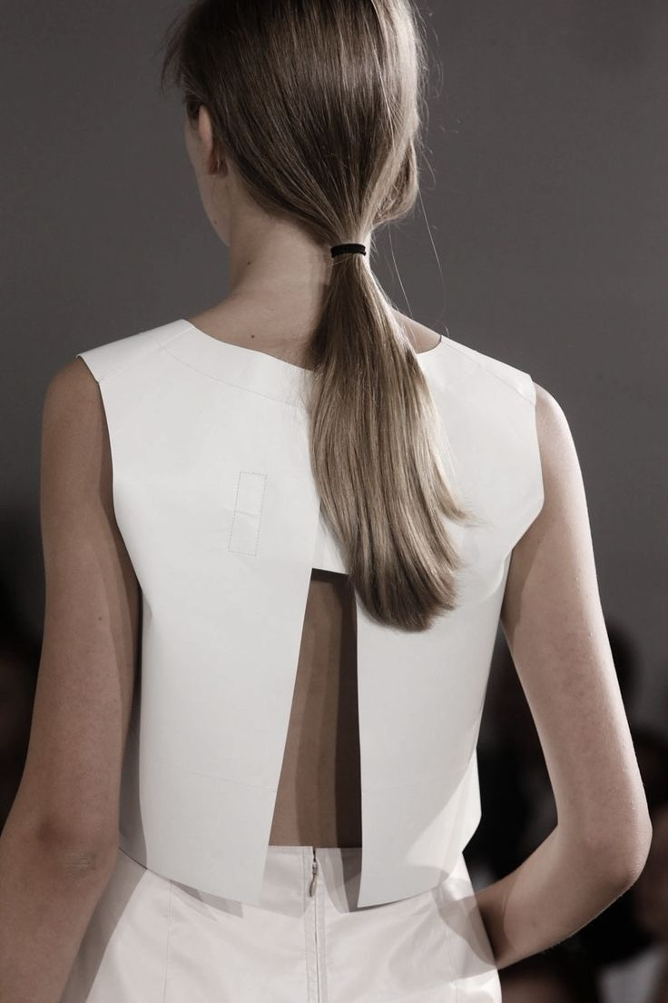 Minimal white split back top; contemporary fashion details // Jil Sander Spring…                                                                                                                                                                                 Más