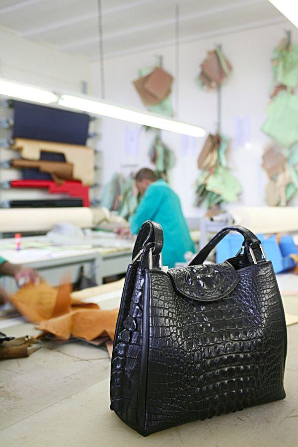 New crocodile horseback bag from the Via La Moda handbag collection.   Photographed in the Hanspeter Winklmayr workshop