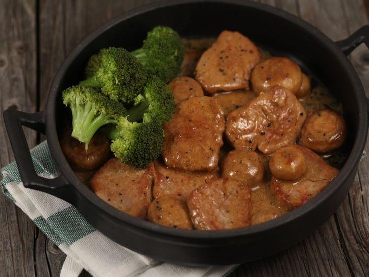 Muschiulet+de+porc+si+ciuperci+in+sos+cremos