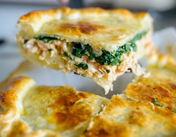 This lightweight yet satisfying pie is a variation of the classic #salmon and spinach #quiche. If you're looking for a no-headache recipe for your weeknight dinners, this might be for you! | eatwell101.com