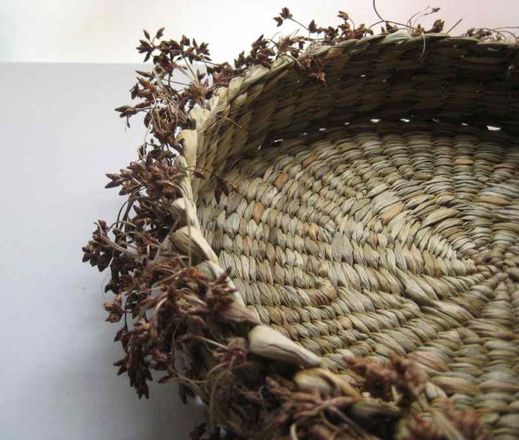 Bread basket with flowers detail