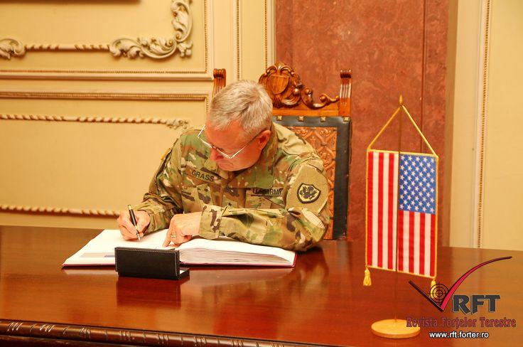 VIZITĂ OFICIALĂ ÎN ROMÂNIA A ŞEFULUI GĂRZII NAŢIONALE DIN SUA • Vineri, 27 noiembrie, şeful Gărzii Naţionale din SUA, generalul Frank J. Grass, s-a întâlnit cu şeful Statului Major General, generalul-locotenent Nicolae Ciucă, pentru a purta o serie de convorbiri oficiale