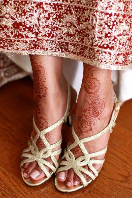 Mehndi Bridal Shoes : Indian bride in gold heels with mehndi on feet