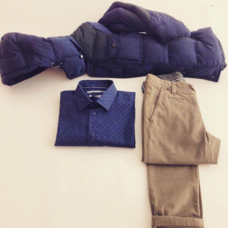 AT.P.CO MAN  Giubbotto blu AT.P.CO €219.00 -50% = €109.50 Camicia blu AT.P.CO €79.00 -30% = €55.30 Pantalone sabbia AT.P.CO €98.00 -30% = €68.60