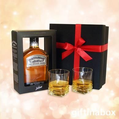 GENTLEMAN JACK WHISKEY  The gentleman's perfect gift! beautifully packed in a black presentation box with two matching whiskey tumblers. Who could want for more...   Gentleman Jack whiskey 2 x whiskey tumblers
