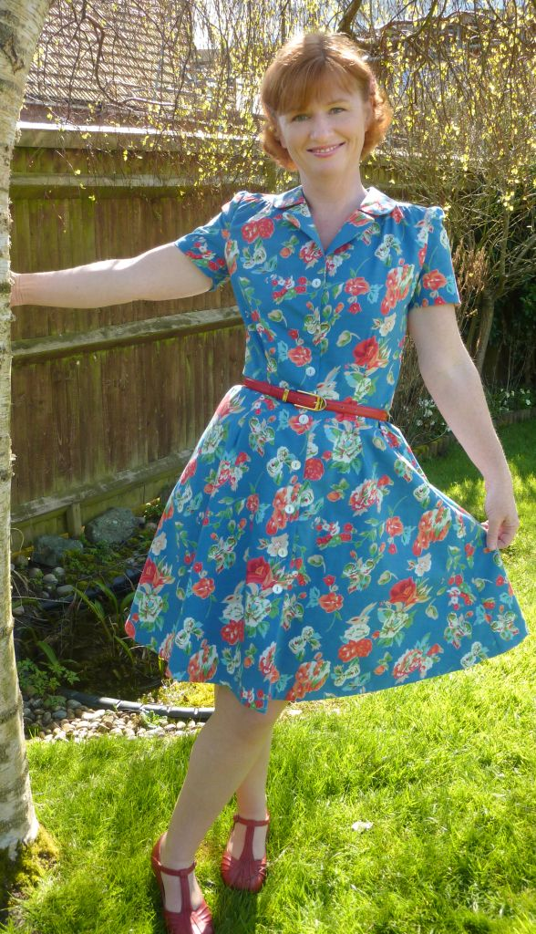 LOVE this floral Vintage Shirt Dress with short sleeves