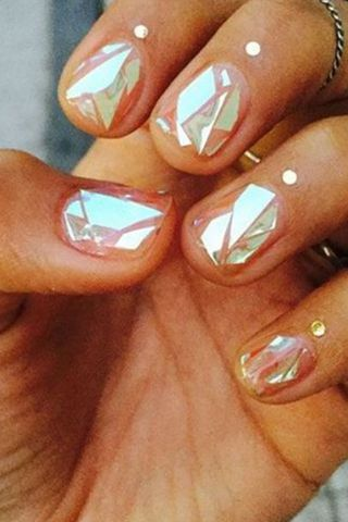 How to: Shattered Glass Nail Art