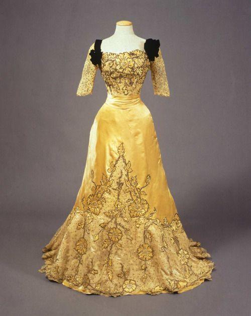 Worth evening dress, 1900-05From the Galleria del Costume di...