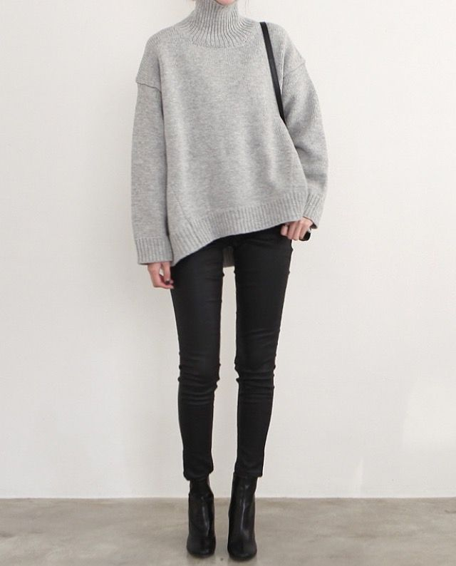 Neutral winter outfit. Minimalist fall fashion. Minimalist winter outfit.