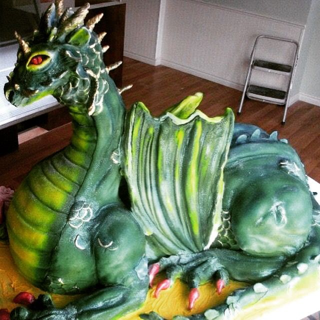 Dragon cake 4' long 3' high