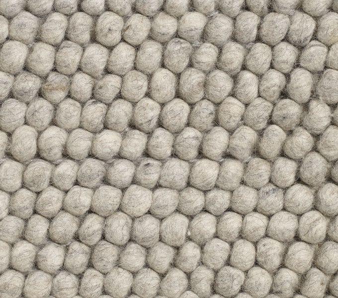Max 200x300 vloerkleed van fundesign.nl. Mooi grof en licht 890 eur HAY vloerkleed Peas | Vloerkleden | FunDesign.nl